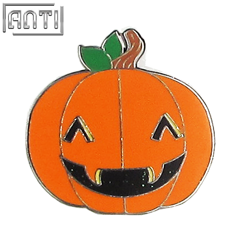 Wholesale green and orange cool funny cartoon Halloween pumpkin black nickel hand enamel zinc alloy lapel pin